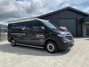 Uitbreiding wagenpark nieuwe Vivaro geleverd door Ambergen